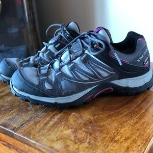 Salomon tennis shoes
